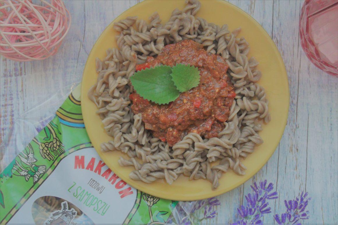 Makaron z samopszy z sosem pomidorowym