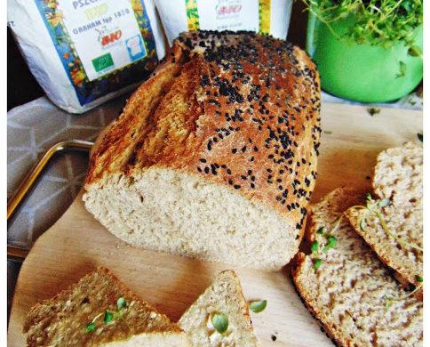 Domowy chleb na drożdżach z domieszką płaskurki